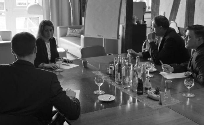 meeting, vier Teilnehmer, BegeisterungsLand, Führung